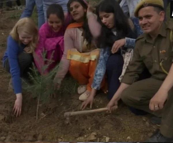 divyanga students pay tribute to sushma swaraj