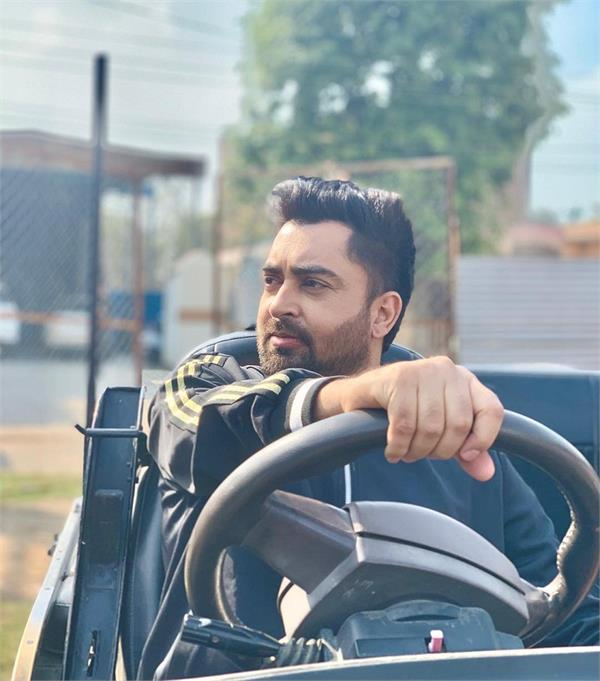 watch the viral video of sharry mann taking in english