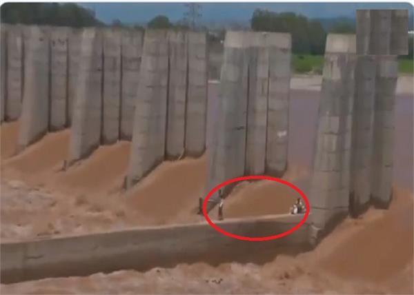 jammu water level of tawi river people stuck