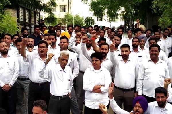 bathinda  aap leader  beating  lawyers  ssp office  dharna