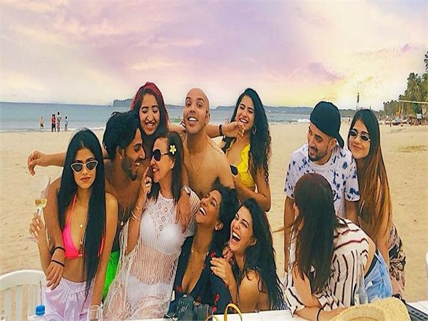 jacqueline fernandez  s beach party