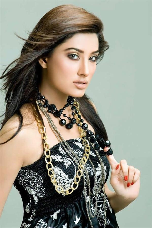 mehwish hayat takes dig at alia bhatt for   stealing   prada song