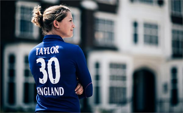 england famous female batsman sarah taylor shares her nude photo on instagram