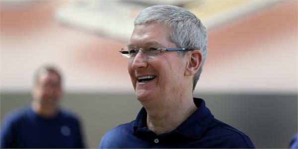 view this photo of indian photographer tim cook tweeted