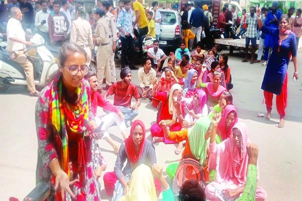 barnala  students  college  fees  road jam