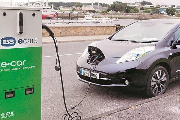 electric vehicle cost will be similar to petrol diesel cars in 3 4 years  kant