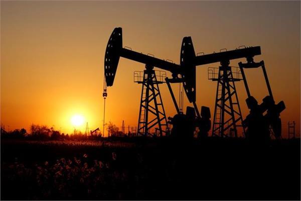 crude oil drops  gold