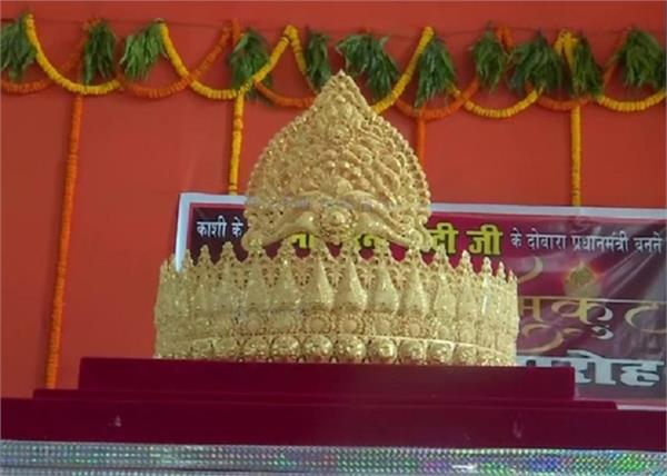 prime minister narendra modi varanasi temple gold crown