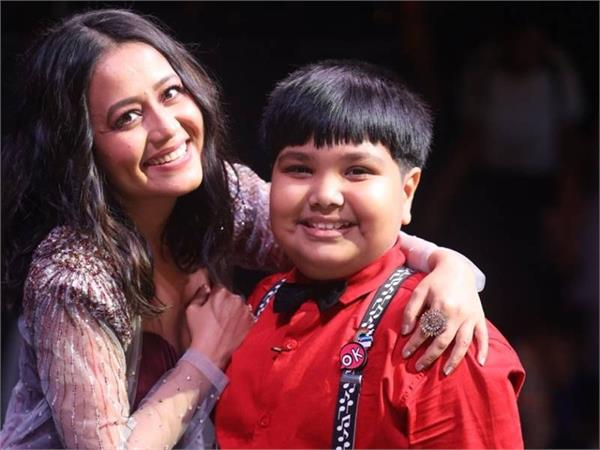 neha kakkar gave 1 lakh rupees to harshit nath