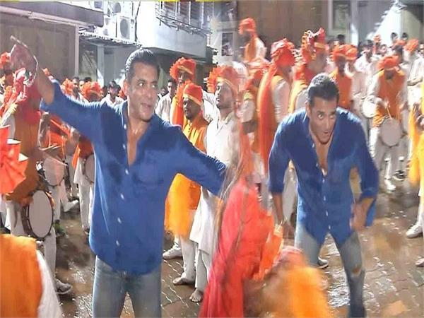 salman khan dances his heart out at arpita s ganesh visarjan