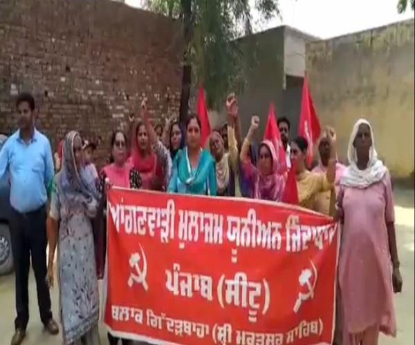 teachers   day  anganwadi workers  dharna