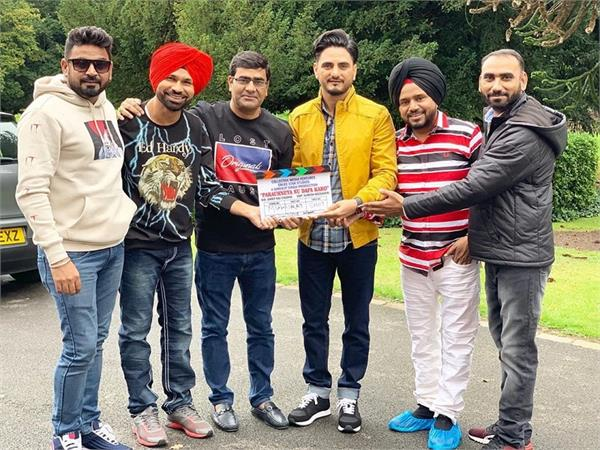 the shoot of kulwinder billa s  parauhneya nu dafa karo  on floor
