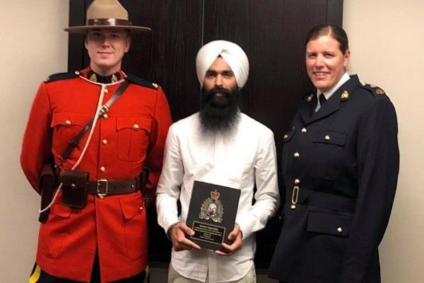 sikh honored in canada saving life
