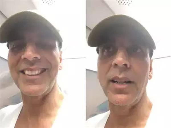 akshay kumar beats mumbai traffic by taking a metro ride