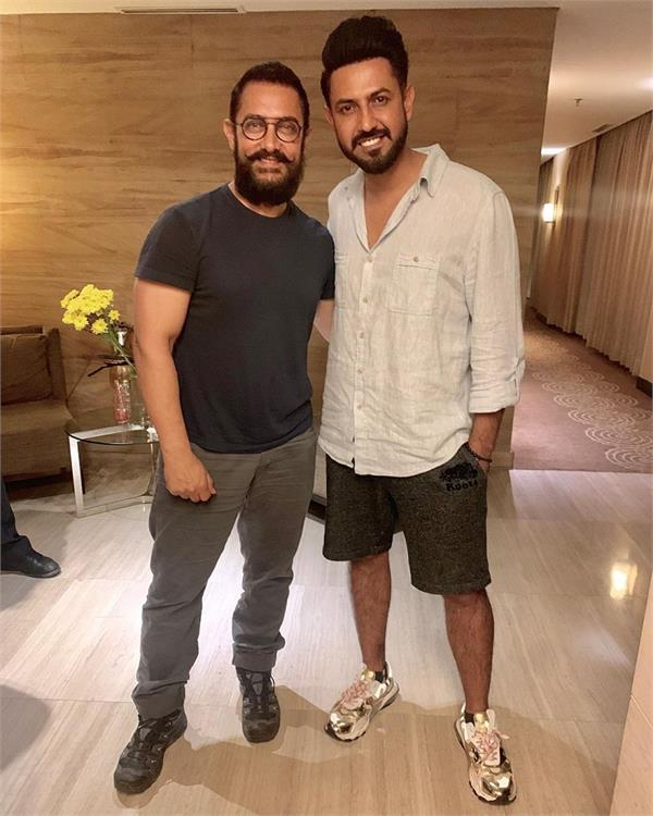 gippy grewal gives a special gift to aamir khan for lal singh chaddha