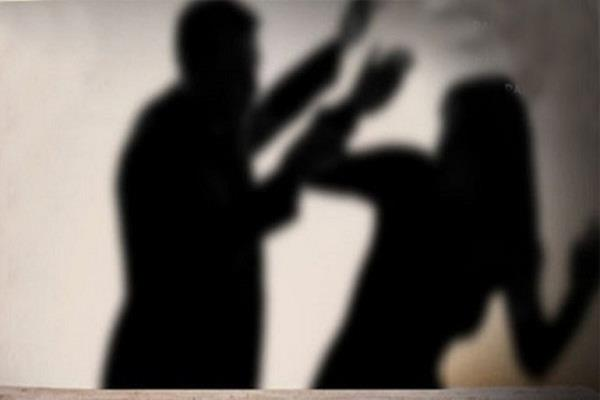 pakistan  husband cut off wife  s nose and hair