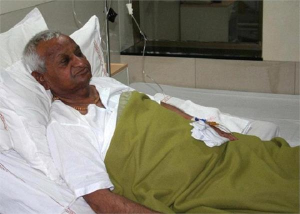 anna hazare cough hospital admitted