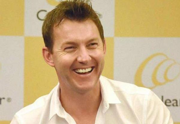 brett lee entertains the audience using the word   hindi