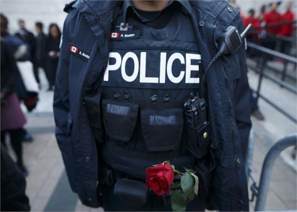 canada fake women cops cheat elderly couple in canada
