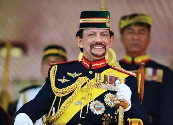 sultan of this country lives in largest house in world everything is gold
