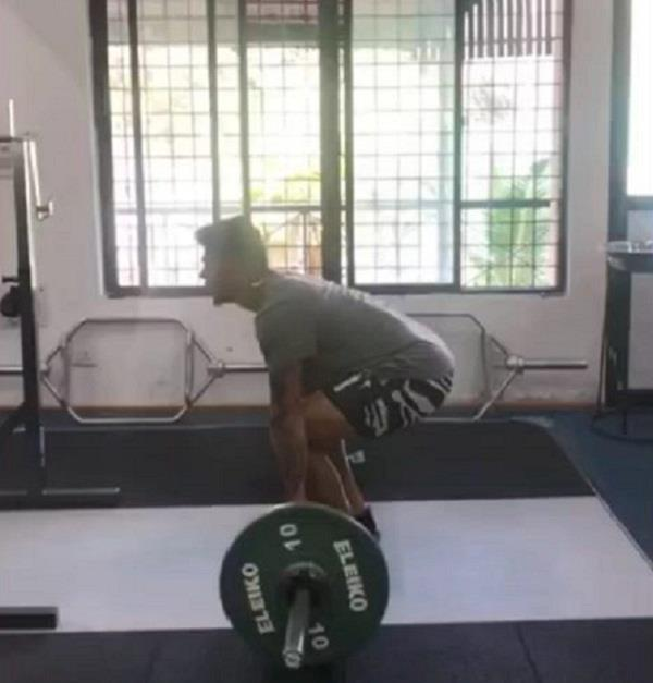 jadeja trolled umesh yadav on his weightlifting video comment on instagram