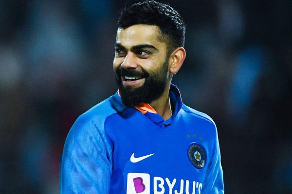 rat kohli arrives to meet his fan during the match  video