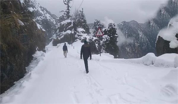 snowfall in kashmir and uttarakhand