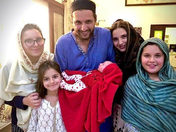 shahid afridi baby women fan