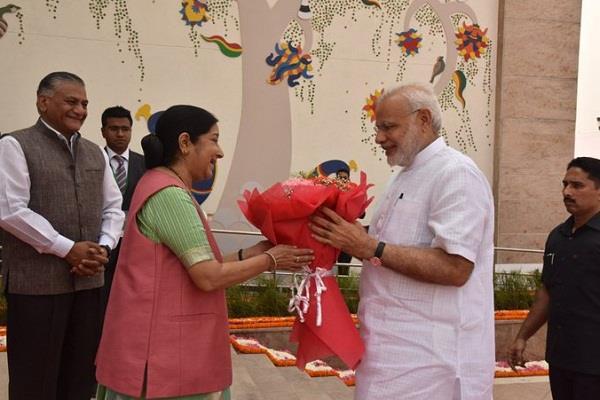 pm modi remembering sushma swaraj on her 68 birthday