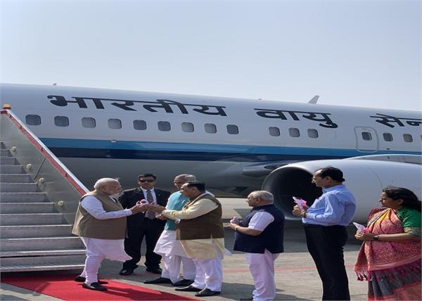 narendra modi landed in ahmedabad