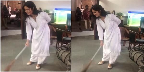 katrina kaif sweeps floor on sooryavanshi set