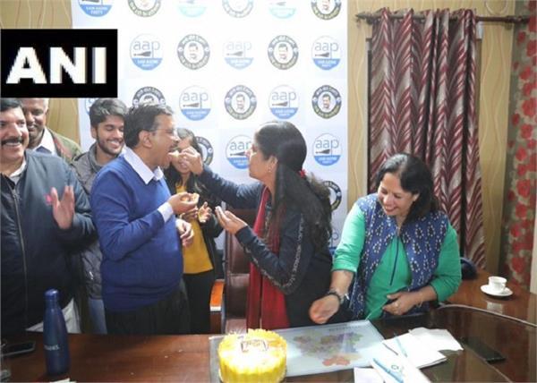 aap office kejriwal wife sunita birthday