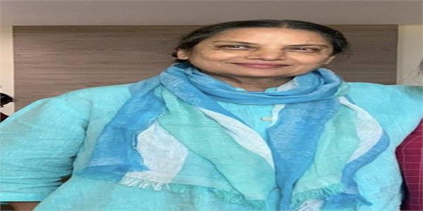 shabana azmi returns home from hospital  shares first pic after accident