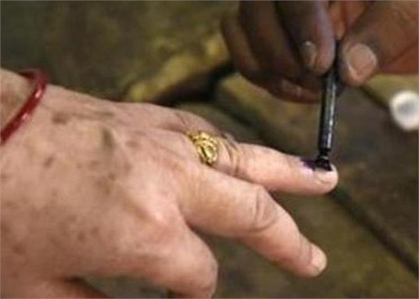 150 voters over 100 years old in delhi