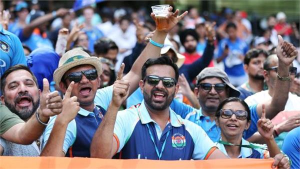 indian fan calls commentator abusive  stops entry to stadium