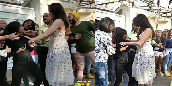 shraddha kapoor saves crazy fan from bodyguards and fulfils her wish