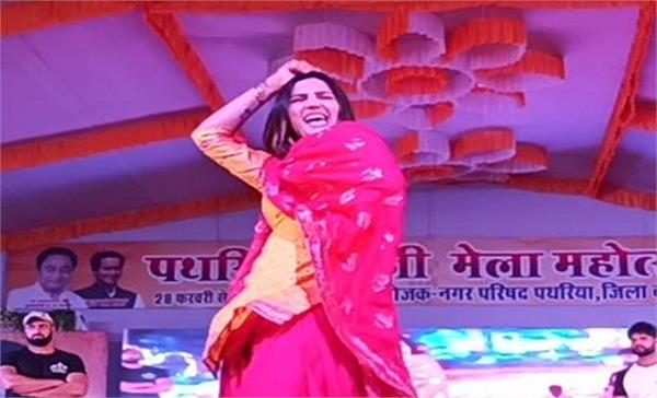 people thrown stone on sapna chaudhari during patharia