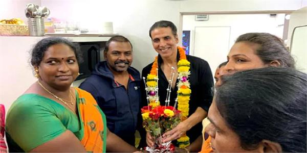 akshay kumar donates rs 1 5 crore to build home for transgender people