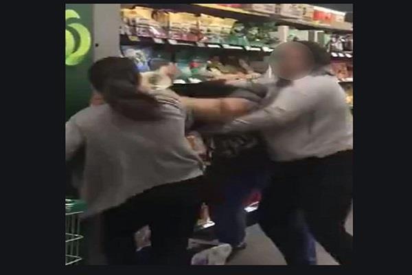 australia toilet paper women fight coronavirus