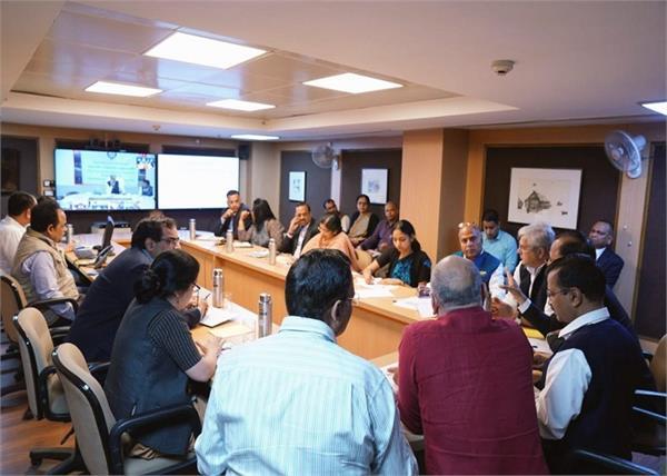 covid19 arvind kejriwal meetings all district authorities