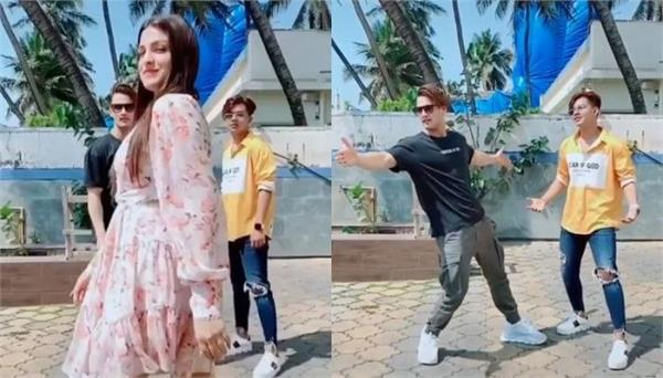 asim aptly pulls off the iconic shah rukh pose upon seeing himanshi