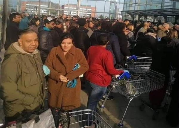 covid 19  thousands of people flock to government orders in shopping malls