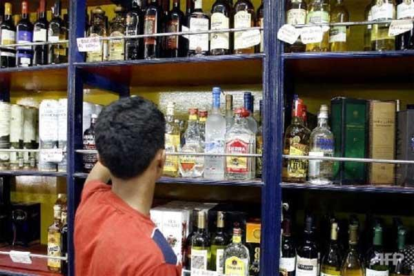 delhi government approves opening of 66 private liquor shops